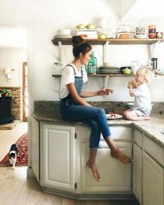 laisser-le-plan-de-travail-epure-les-enfants-adorent-grimper-dessus