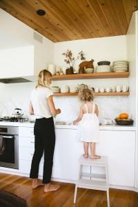 prevoir-un-marchepied-pour-apprentis-cuisiniers-cuisine
